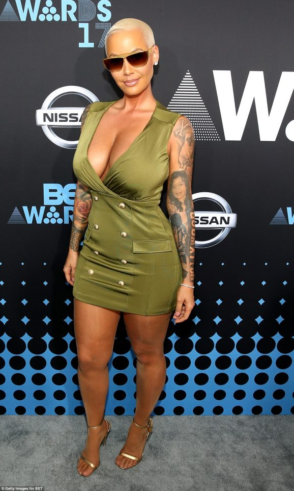 41C1F1C800000578-4638232-Never_buttoned_up_Amber_Rose_displayed_her_generous_curves_in_he-a-131_1498438828461